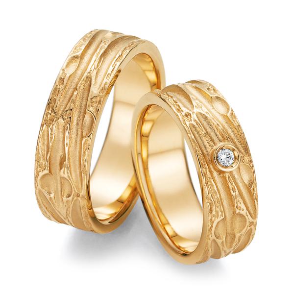 Ruesch Trauringe Gelbgold 66/52130 & 66/52140 Eheringe mit Struktur Brillant