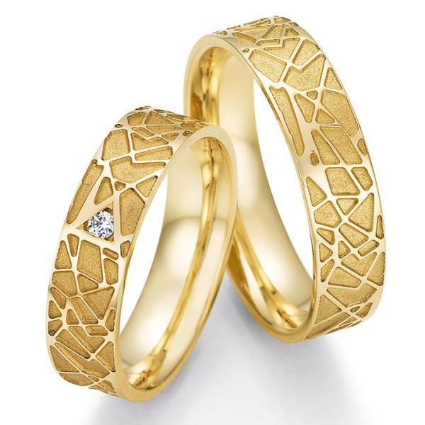 Collection Ruesch Trauringe Gelbgold 66/63030 & 66/63040 mit einem Diamanten